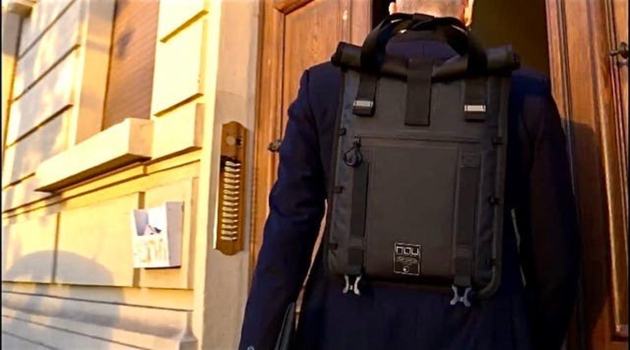 1.5cmの超薄デザイン! 自転車通勤にも良さげなモジュラー拡張式スリム防水バッグ「Unico」