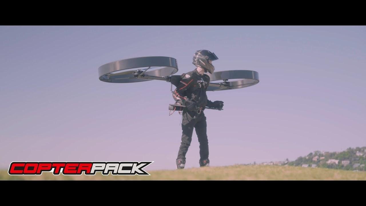 タケコプターに一歩近付いた? 背負って宙を飛べる「CopterPack」が初の有人飛行に成功