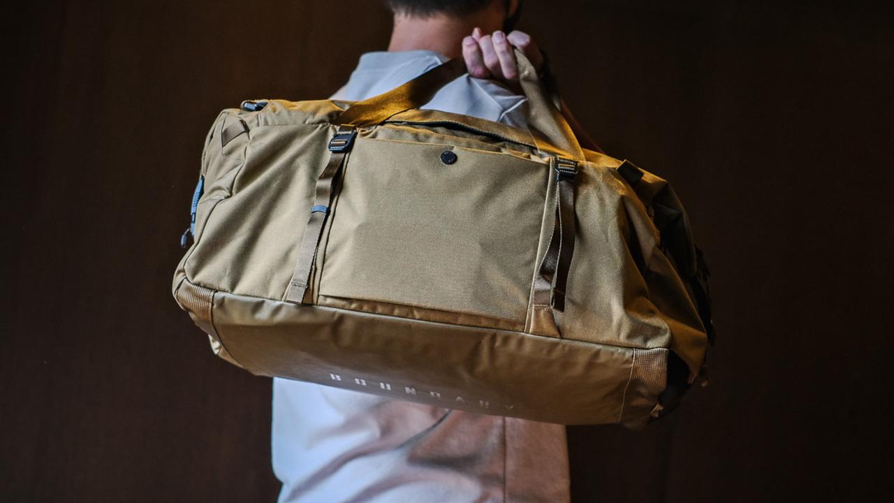 機能充実で3way! マルチな活躍が期待できる美シルエットなダッフルバッグを使ってみた