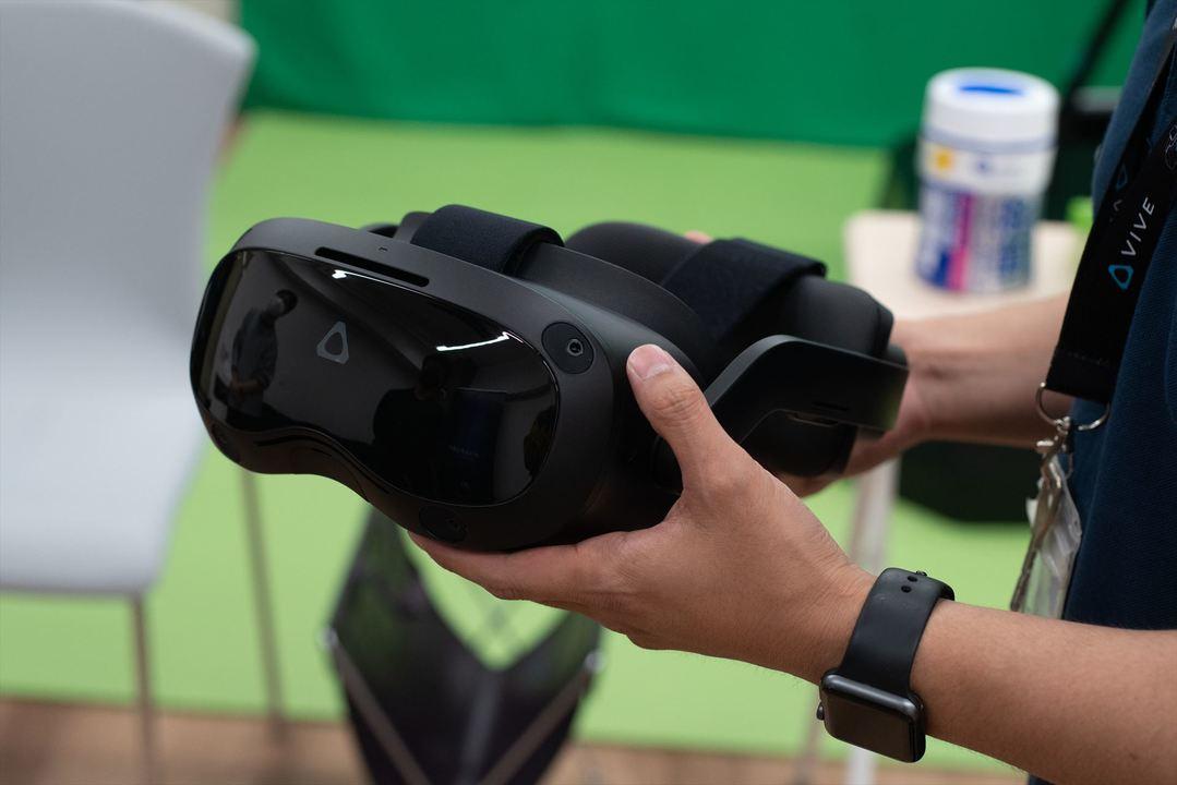 踊りたくなっちゃうほど画質がいいVR:HTC「VIVE Focus 3」