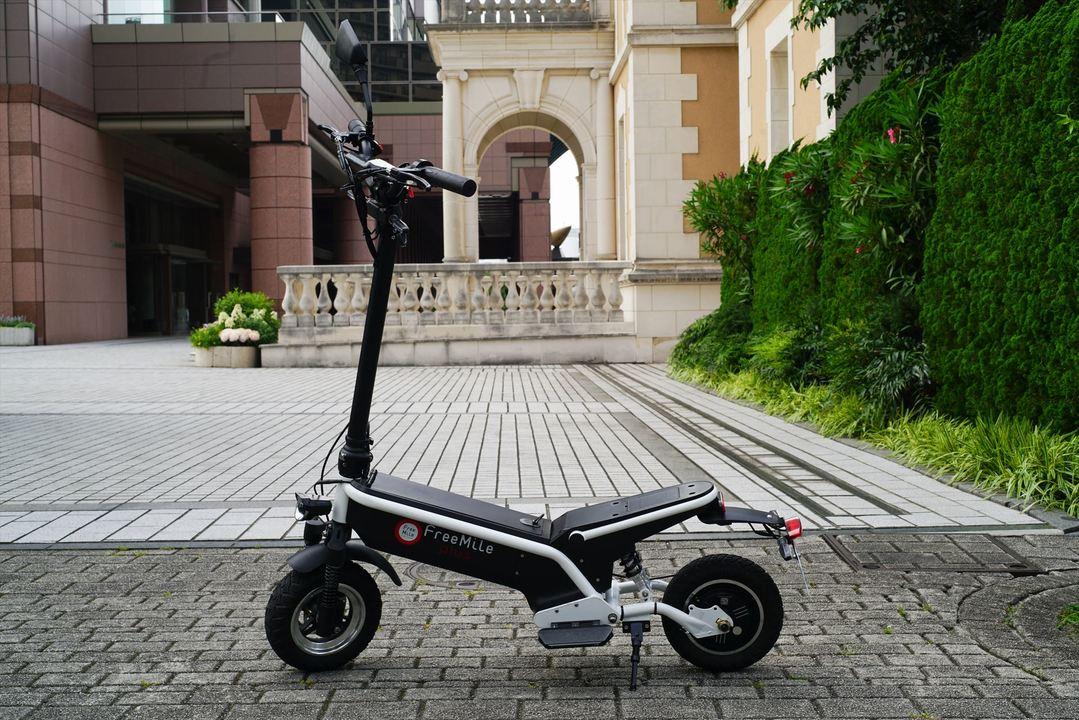 近場ならこれでいける。原付スクーター並に乗れるEVスクーター「Free Mile Plus」