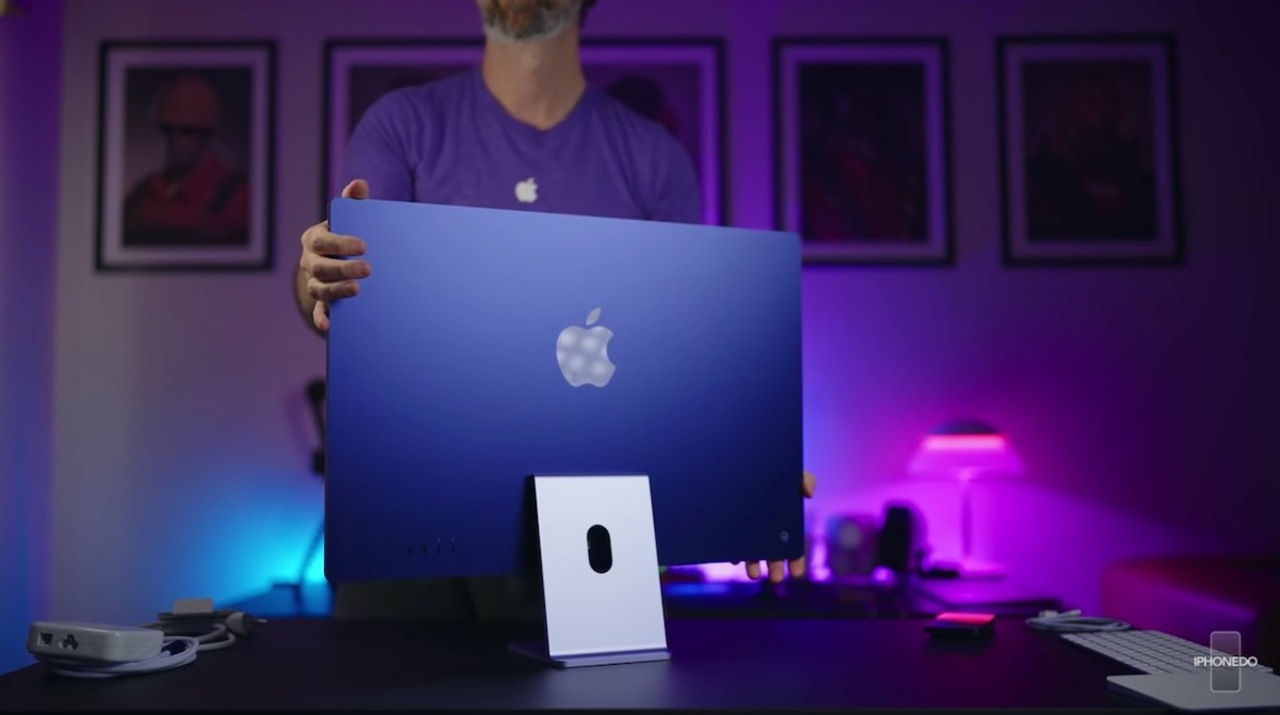 あなたのM1 iMac、画面が傾いていない?