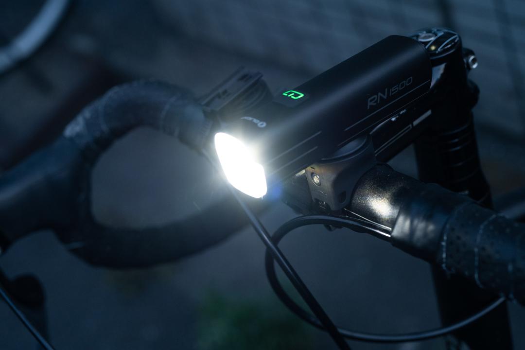 【Amazonプライムデーで買ったもの】帰りが遅くなっても安心。安いのに超明るい自転車用ライト「Olight RN1500」