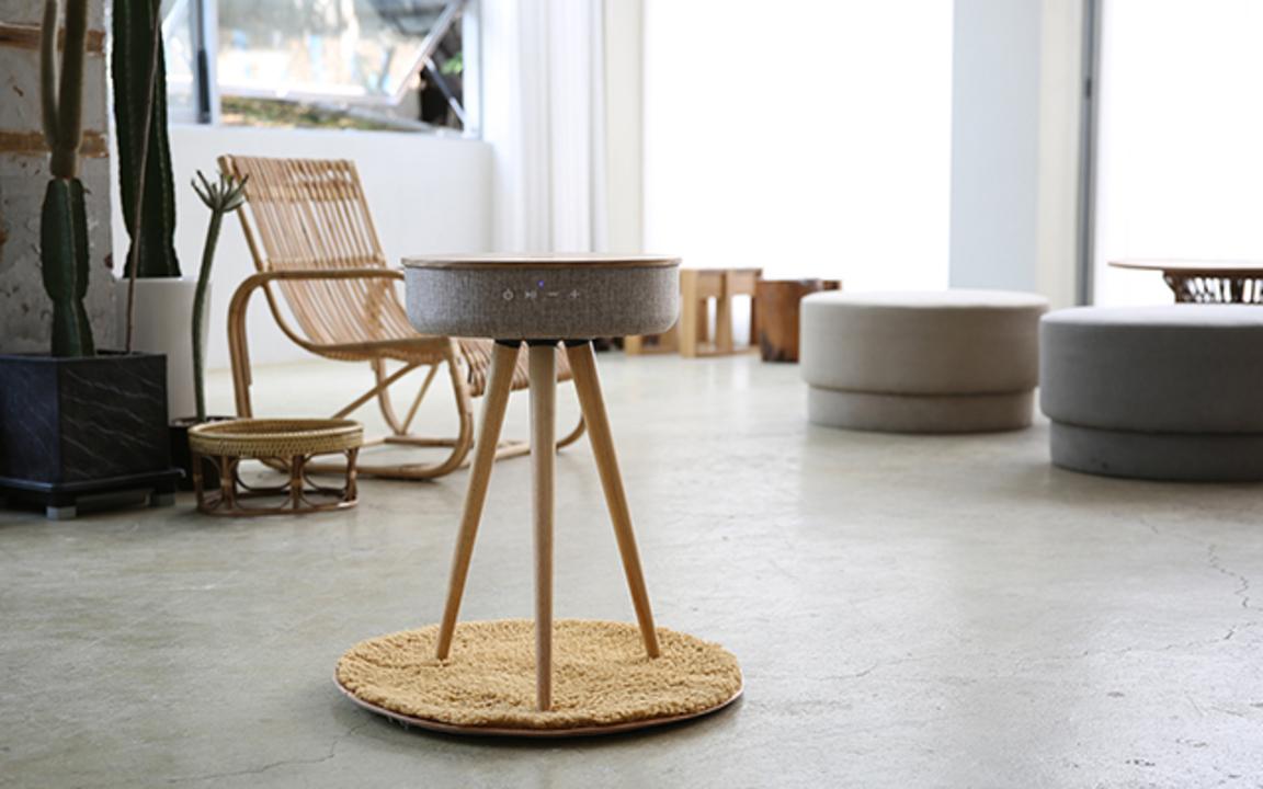 お洒落なハイブリッド家具。スマホ充電もできる360度無線スピーカーの木製サイドテーブル