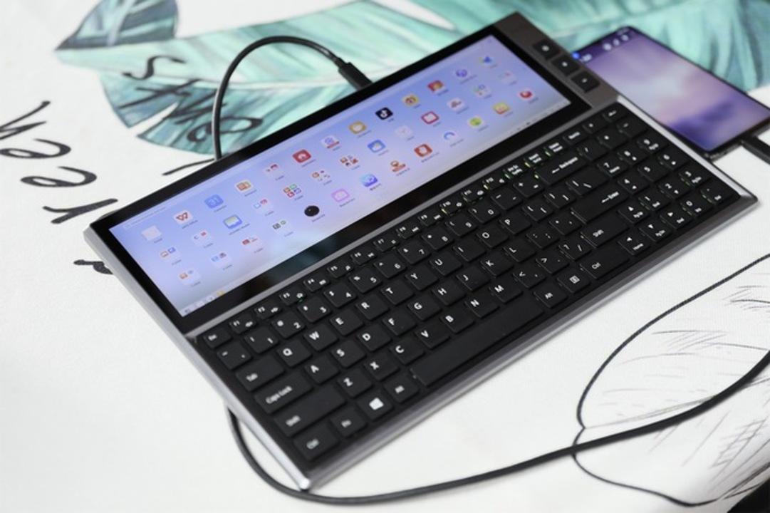 めちゃワクワクするじゃんか! 12.6インチタッチディスプレイ付きキーボード「FICIHP」