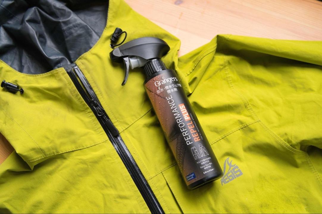 手軽なスプレータイプの「撥水剤」で、ウエアの撥水性が復活! 小物もちょちょいと撥水加工