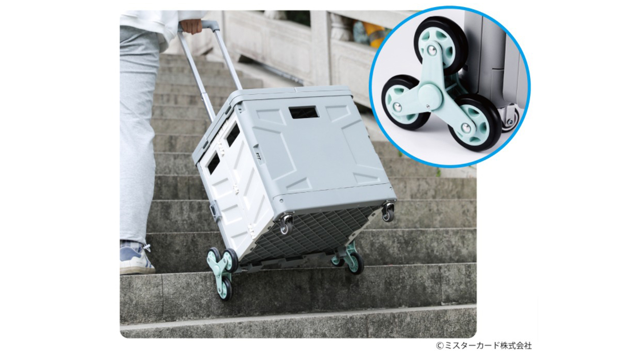 ハンドスピナーみたいな3輪だから階段ラクラク。アウトドアテーブルにも腰掛けにもなるキャリーカート