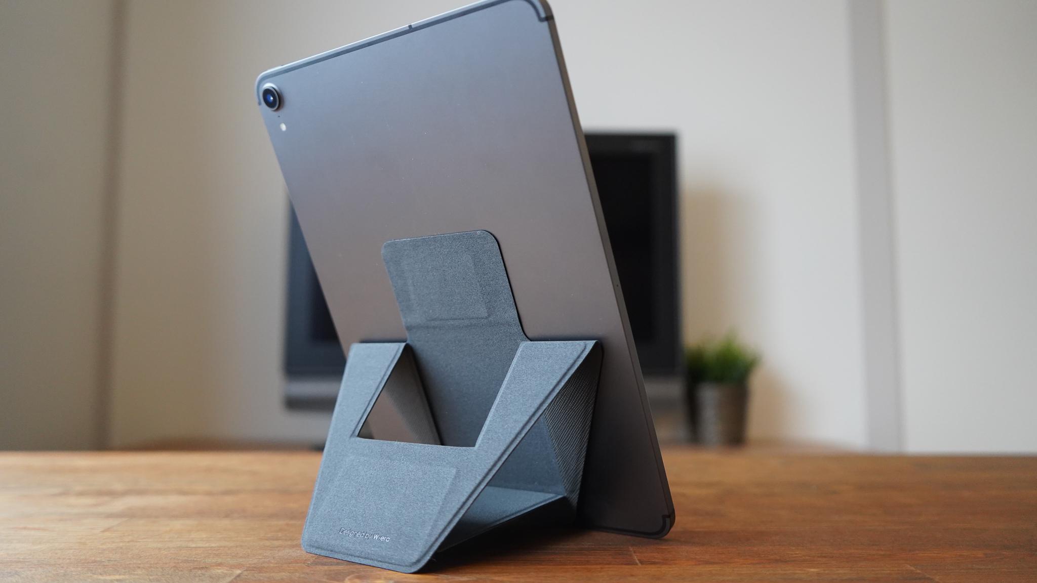 【読者限定クーポン付】薄さ3.3mmで軽量快適! 磁石で倒れにくい折りたたみタブレットスタンド「FoldStand Tablet」
