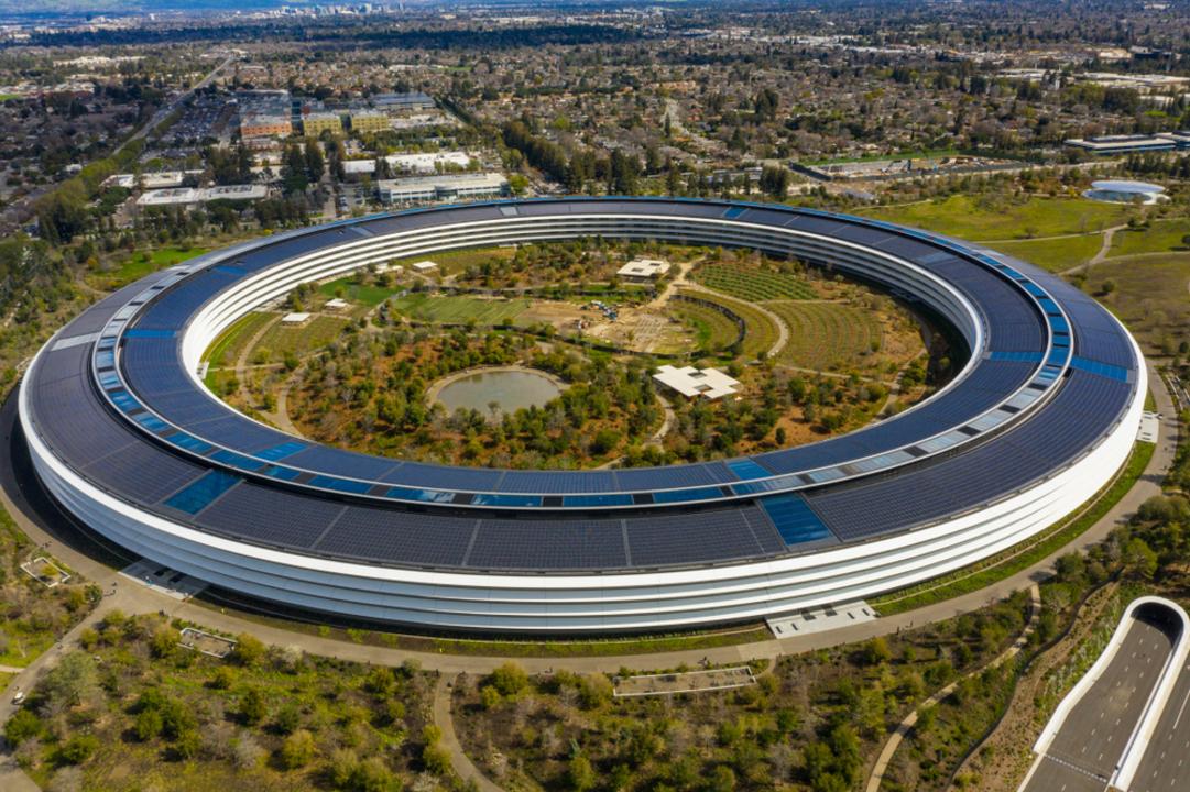 アップル、米国「第3波」により従業員のオフィス週3復帰計画を延期