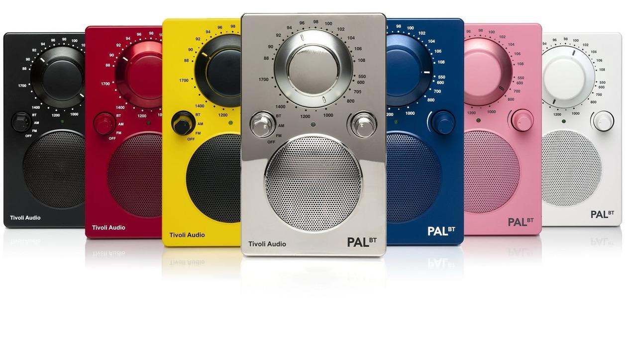 ダイヤル回して選局! Tivoli Audioからポップな携帯Bluetoothスピーカー&ラジオ「PAL BT」が登場