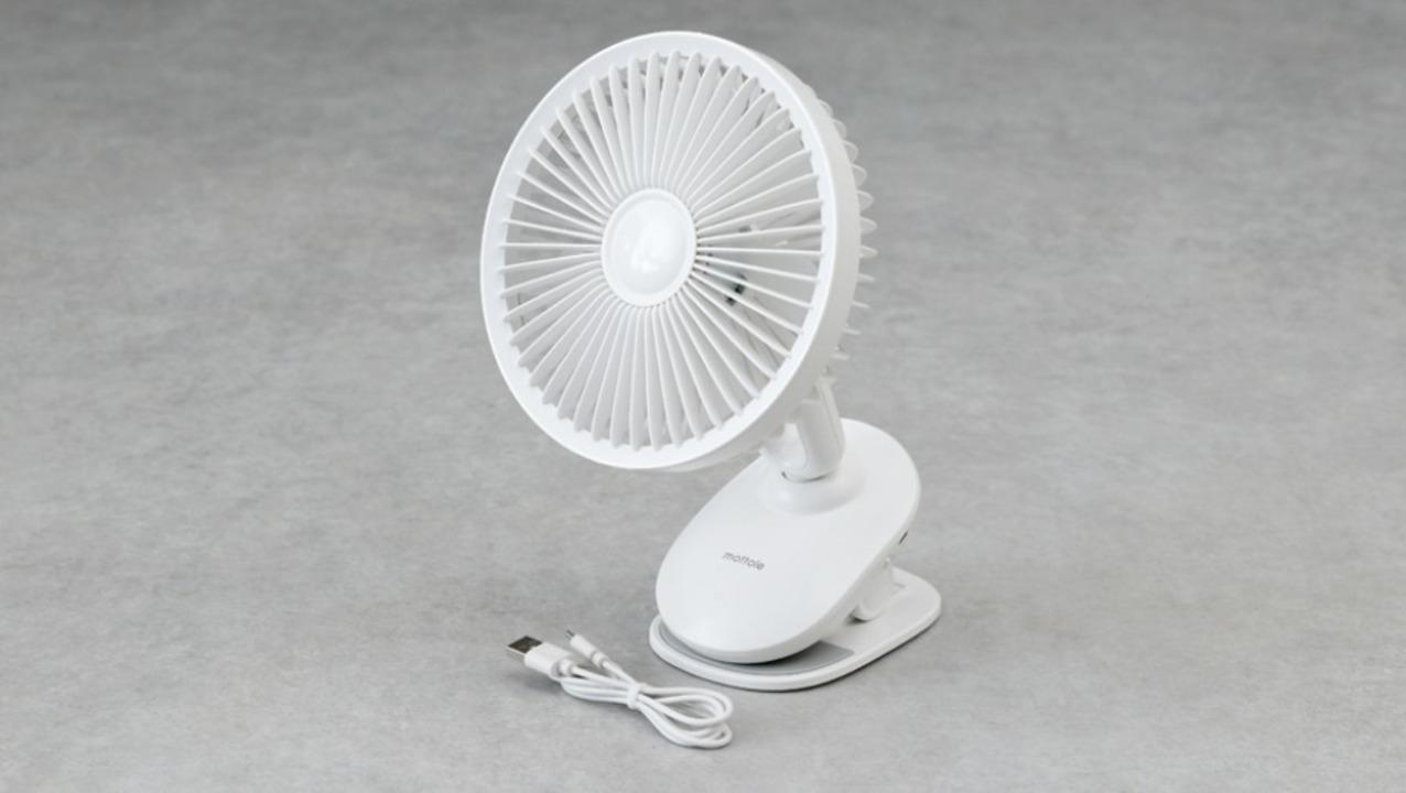 LEDが光りクリップでどこでも挟める首振り卓上扇風機。サーキュレーターとしても活躍