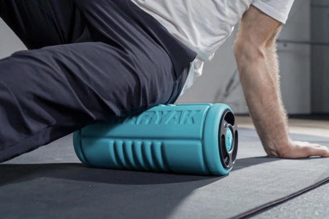 ローラー&振動&温熱効果を1台で! 多機能ボディケアローラー「Yoggi Roller」