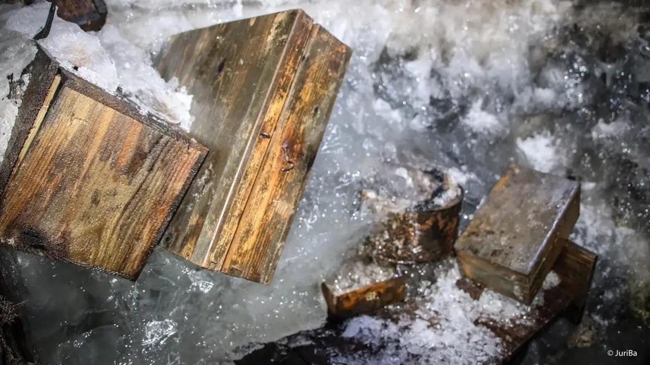 アルプスの氷が溶けたら、100年前の兵士の隠れ家が出てきた