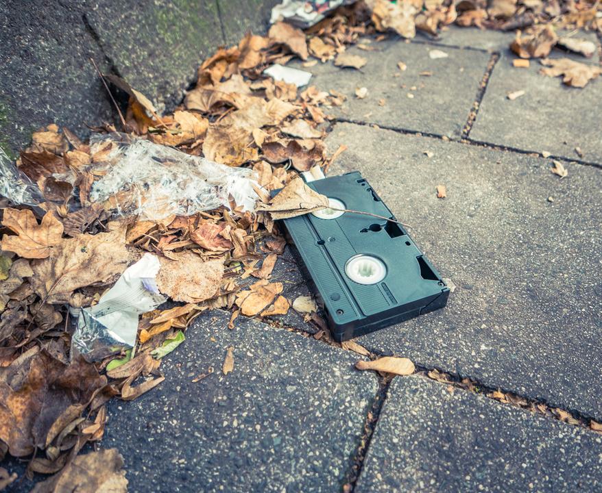 ちょい怖! 道に落ちていたビデオテープを拾って再生してみたら…