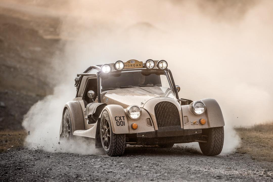 摩訶不思議大冒険したくなる。めっちゃクラシカルなオープンカー