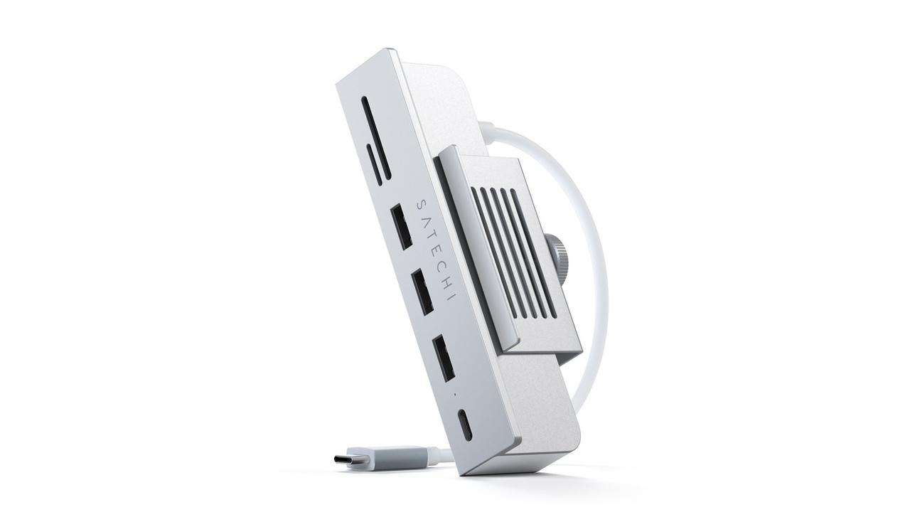 iMacのモニター下を有効活用したクランプ式USBハブ。便利だけどそこで良いのか?