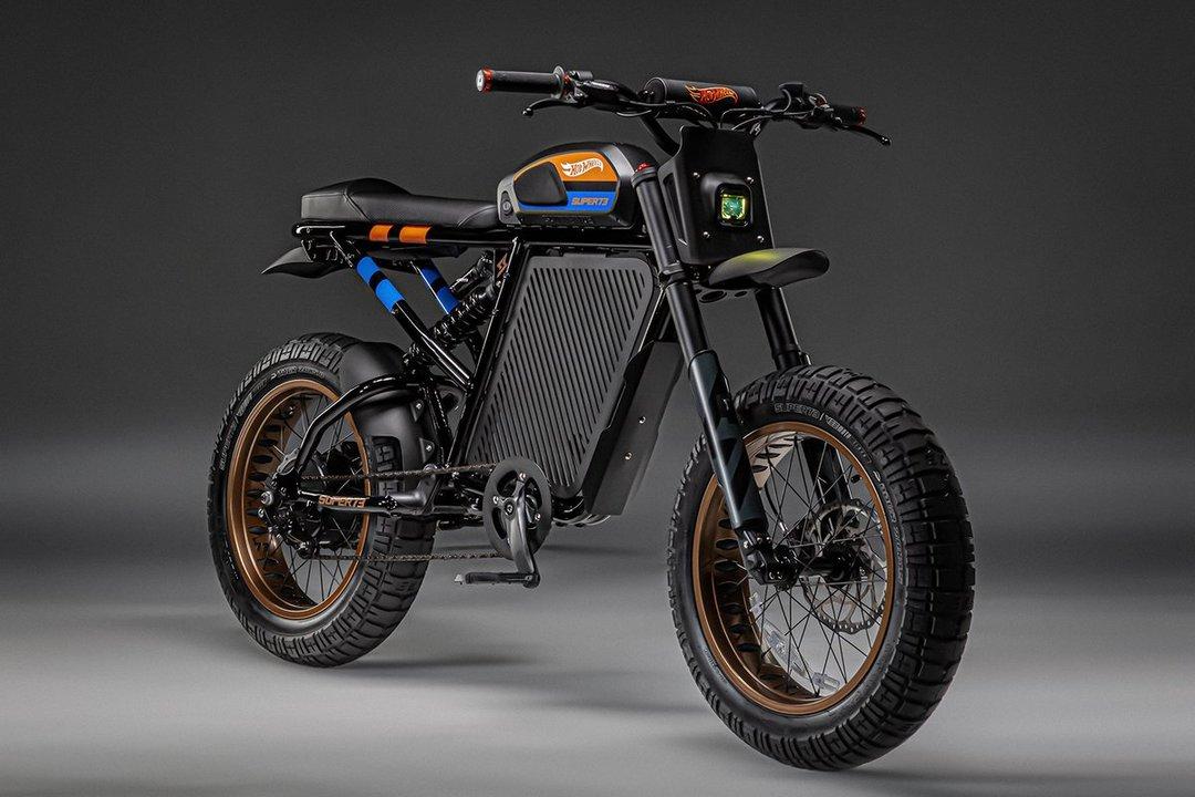 スマホ用アプリと連携するスマートEVペダル付きバイク。24台限定の特殊な塗装がクール!