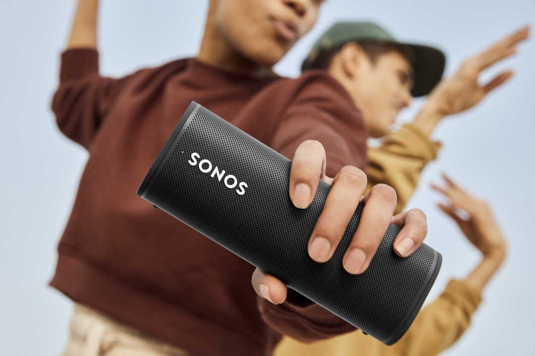 500mlペットボトルより軽い! 優秀スピーカー「Sonos Roam」が8月30日に日本でも発売開始!