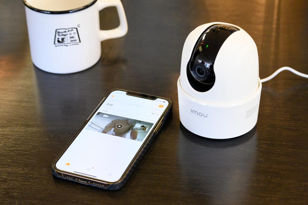 部屋の中を360度チェック! 自動追従&通話もこなすネットワークカメラ「Ranger 2C」