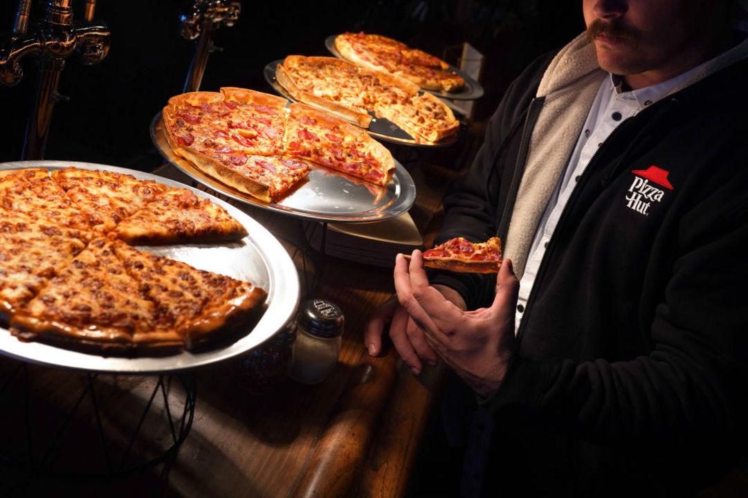 ピザハットが天気に応じてお勧めピザを導き出すAIを開発