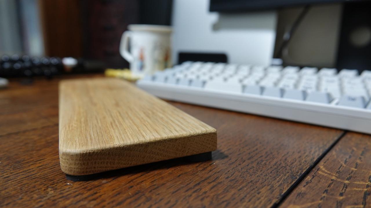 悩ましい単なる板。だが買って後悔はない。バード電子のパームレスト。