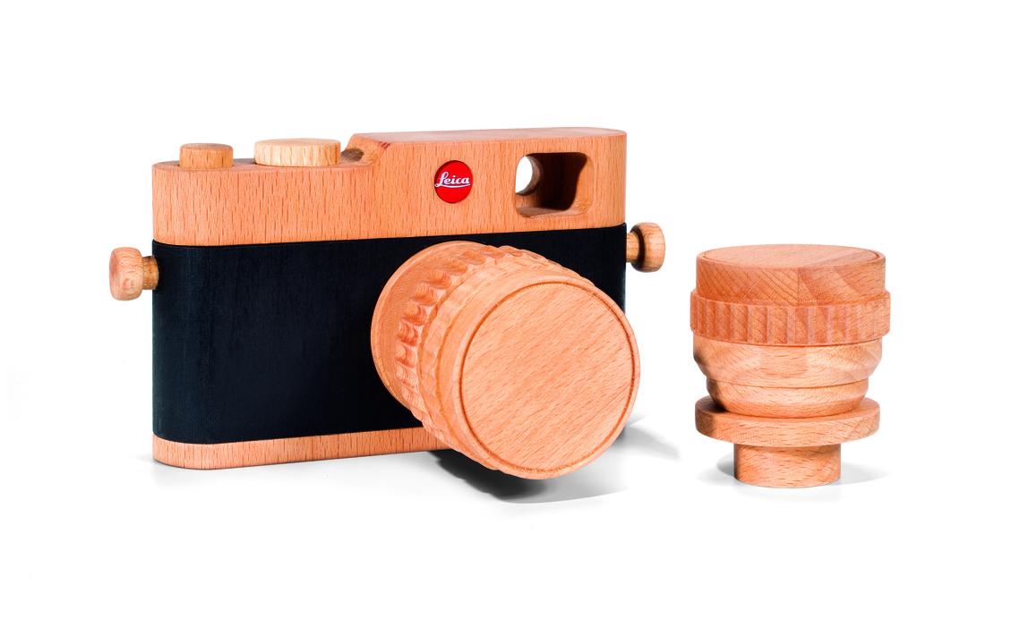 新品のM型ライカ、お値段おどろきもものきの1万3200円です木製だけど