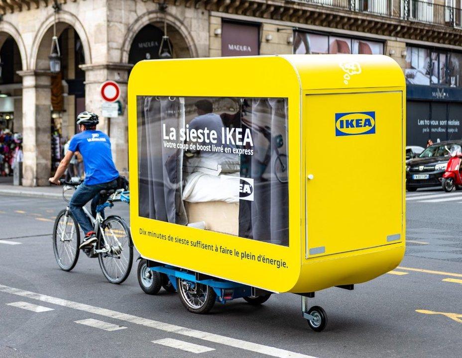 眠れない人々に休憩を。フランスのイケアが移動式のシエスタ箱を作る