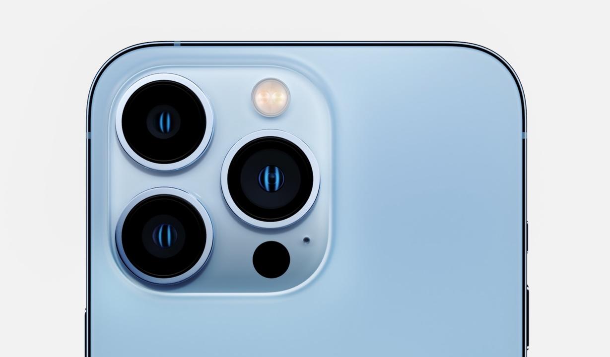 iPhone 13 Pro発表。でっか!カメラでっか!みっちり詰まった3眼の圧よ! #AppleEvent