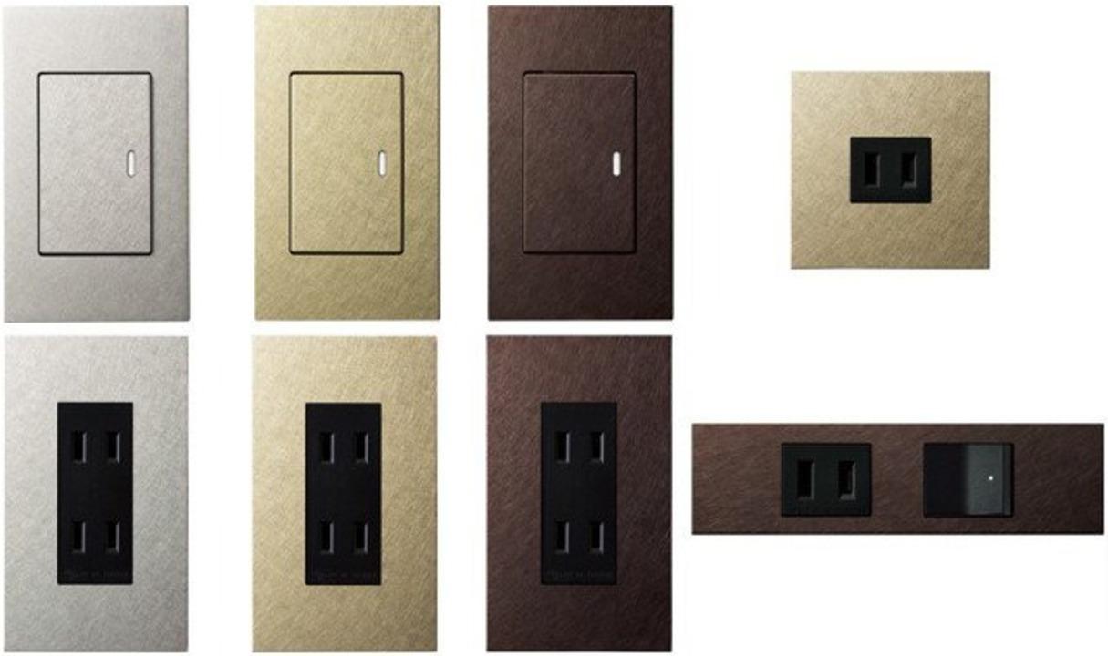 壁のコンセントを格調高くする金属カバー「エクストラメタルプレート」。社長室っぽさを演出できるかも