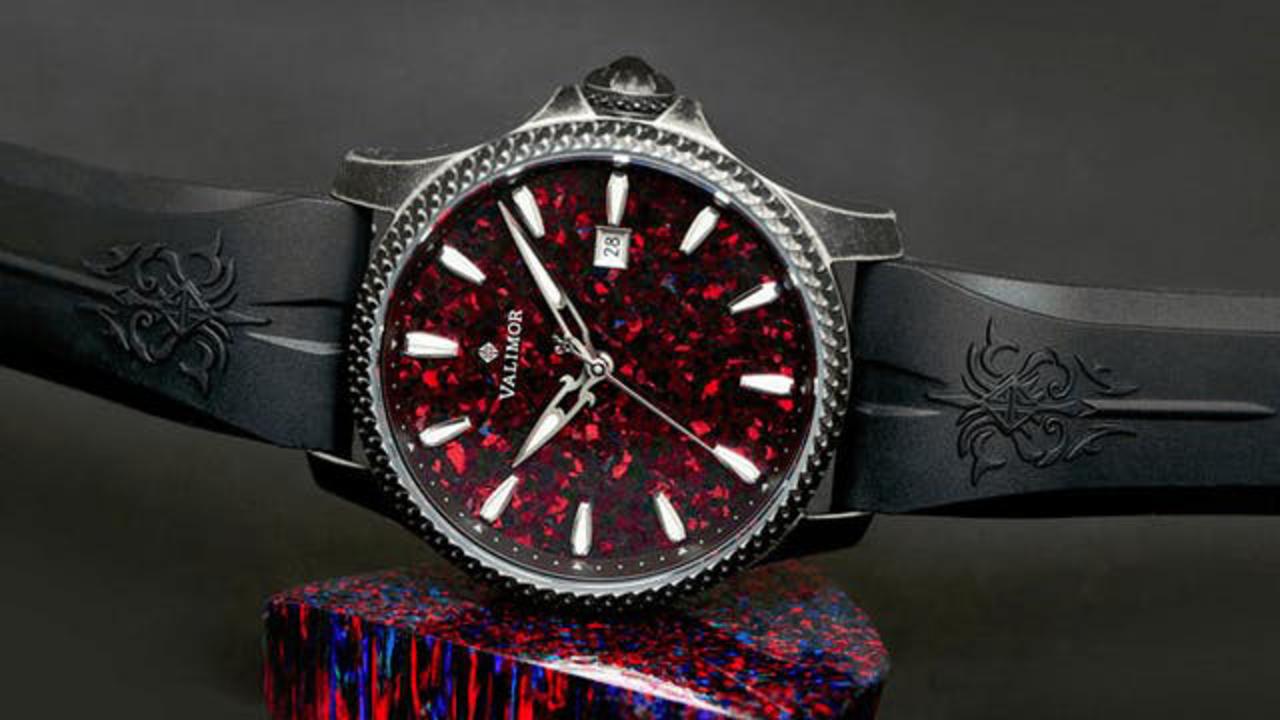 手首に聖剣を携えてみる? 中世ファンタジーな世界観たっぷりな機械式腕時計「Caliburnus」