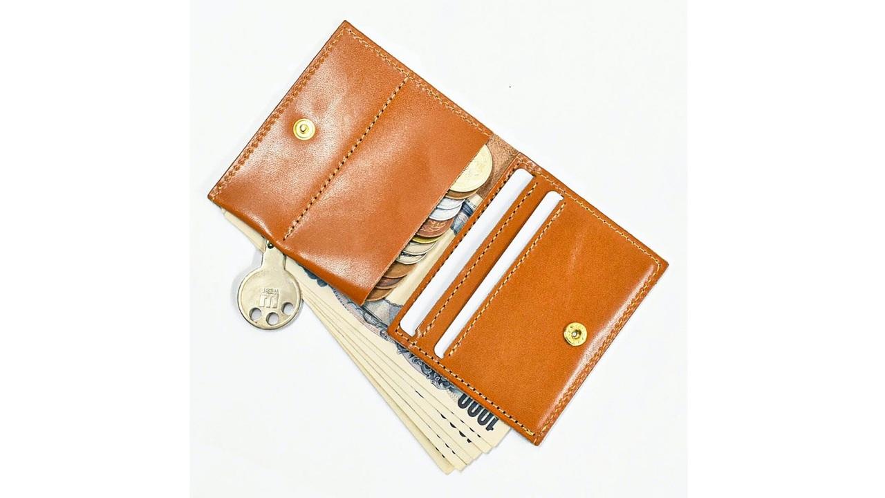 キャッシュレス時代に相応しい。栃木レザーを使用した厚み0.8mmの薄型財布「Moldi」