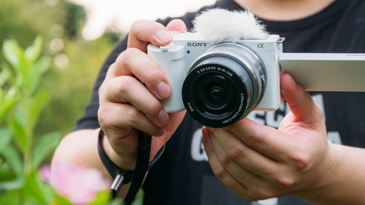 動画へ思いを馳せつつ、でもスチルを楽しみつつ、でもやっぱり動画を撮りたくなるソニーのカメラ「ZV-E10」