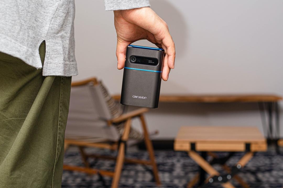 初めてのプロジェクターに! 手のひらサイズでも大画面のモバイルプロジェクター「CINEMAGE mini」