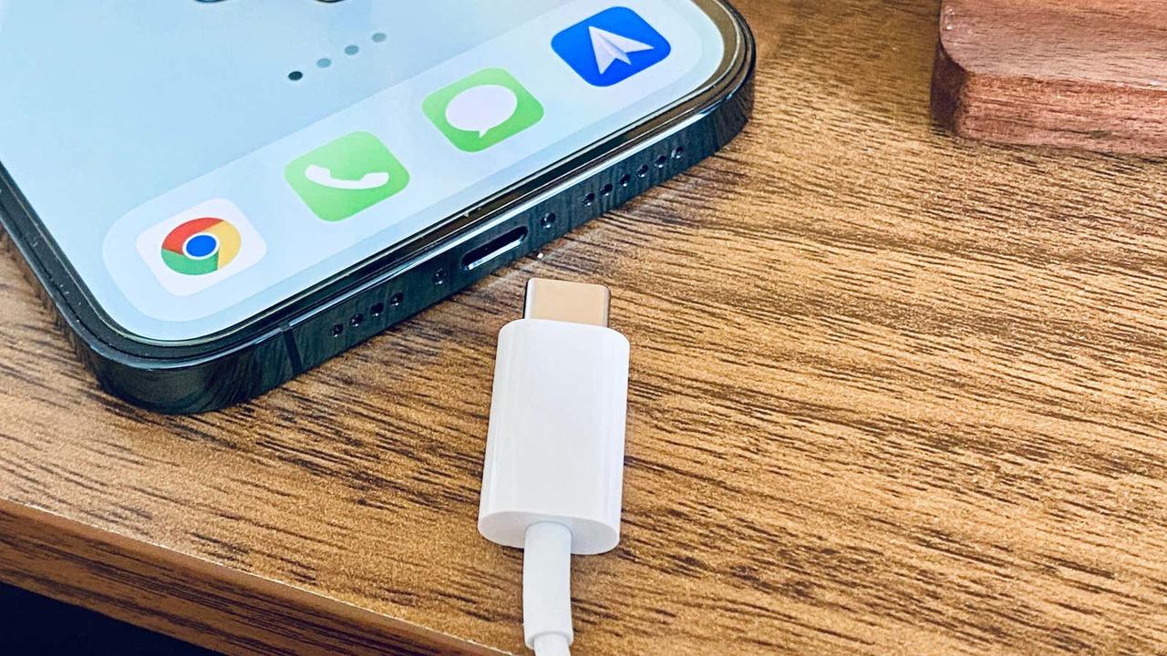 iPhone、ついにUSB-C対応しなきゃ? EUが充電規格統一に動く