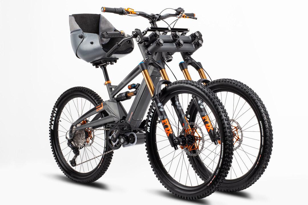 どんな悪路もバツグンの安定感。バケットシートに座る3輪電動MTB「PHASE AD3」