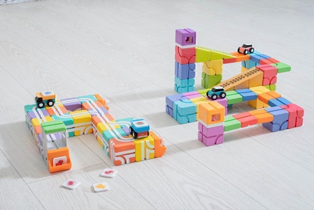 親子でプログラミング思考を育もう! 大人も熱中しちゃうマグネット式レールブロック「Qbi Toy」