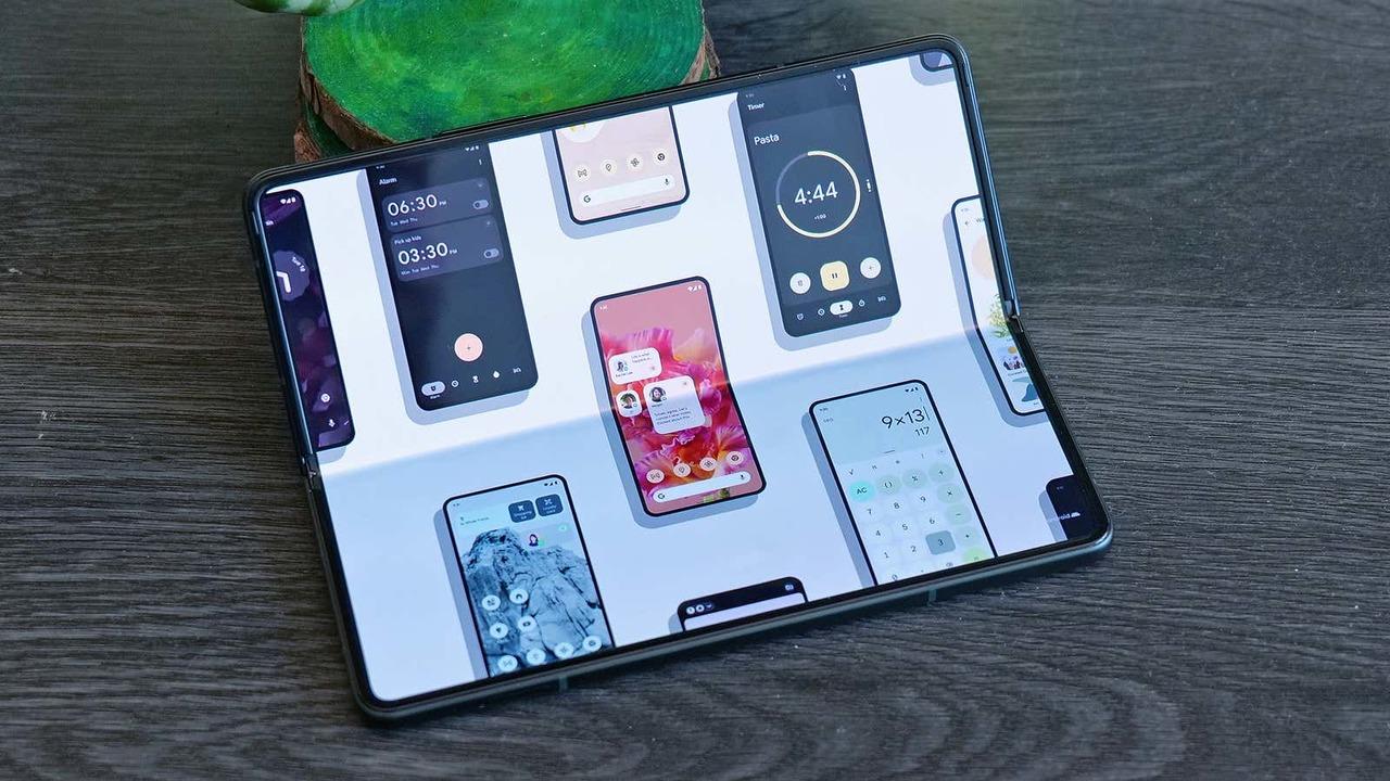 Android 12.1早くもリーク、折りたたみスマホ対応が進化しそう