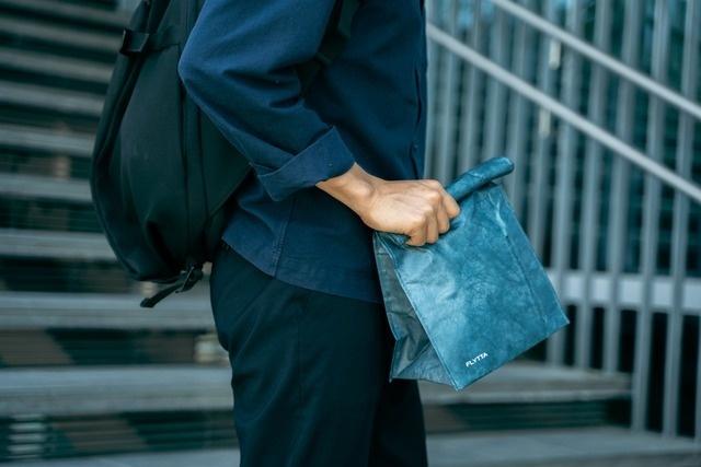 エコもどんどんオシャレに。タイベック素材のスタイリッシュエコバッグ「BAGOROLL」