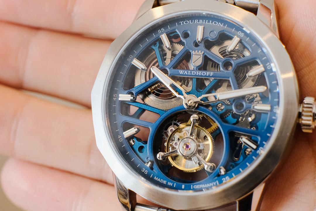 トゥールビヨンの魅力とは? 支援額2000万円越えの人気時計「WALDHOFF」を体験してみた