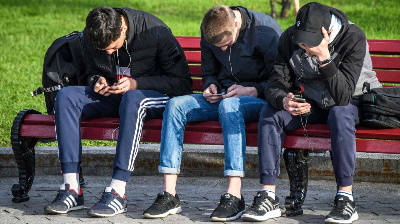 最新調査によれば、今の若者は(も)Facebook、Twitterがおキライ