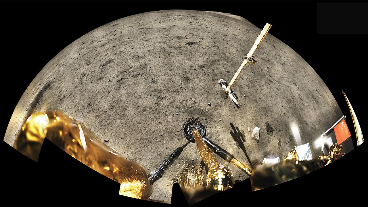 約50年ぶりに地球へ。新たな月の石を解析した結果、これまでよりも10億年若い石だったことが判明