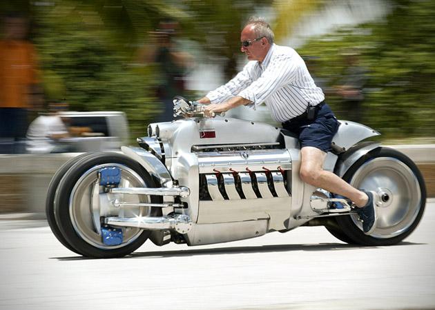 このスピード感。世界最速のオートバイ「TOMAHAWK」