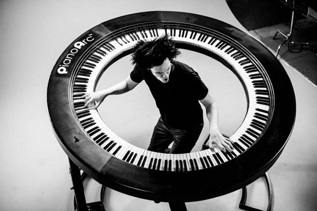 21世紀、新たな鍵盤革命か。エクストリームな292鍵キーボード「PianoArc」