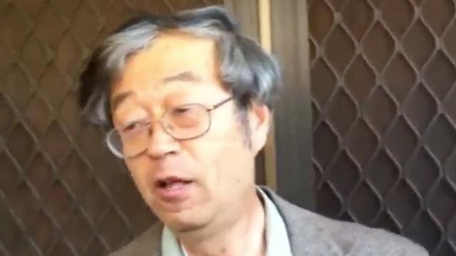 サトシ・ナカモトが報道陣とカーレース、寿司屋で「ビットコインなんて知らない」と関与否定