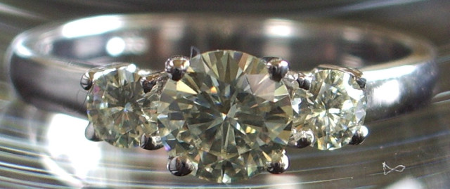 140310diamond-fake_moissanite.jpg
