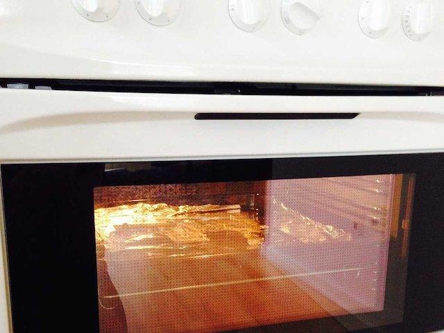 壊れたMacBook Proをオーブンで焼いて直した男の話