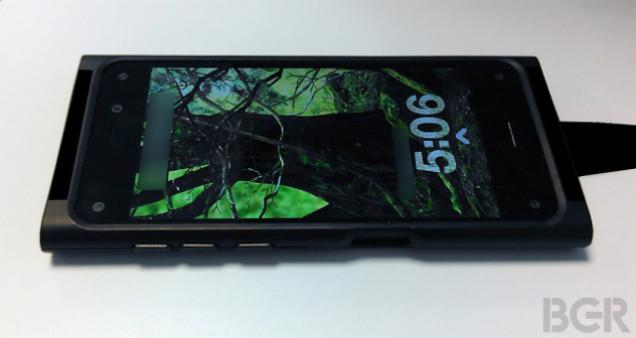 これがアマゾンフォンだそうです。カメラ6つ搭載