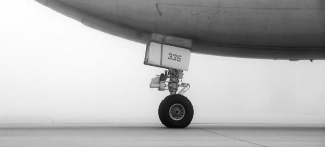 なぜ無傷。飛行機の車輪格納部に隠れて飛行した少年、生存の秘訣は「極寒」?