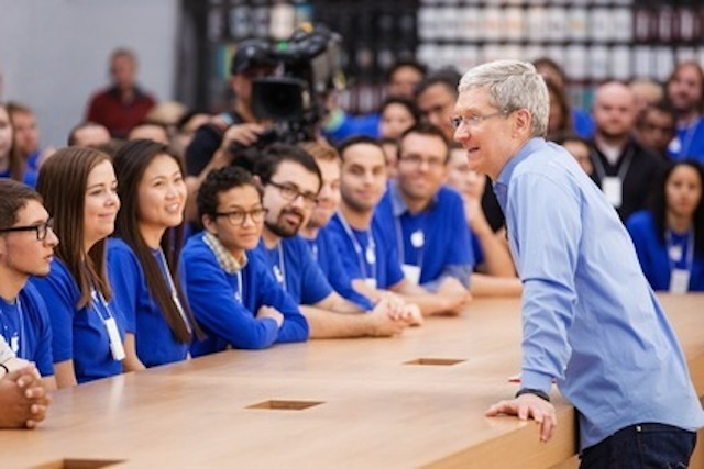 アップルCEOとランチができる権利、オークションに出品