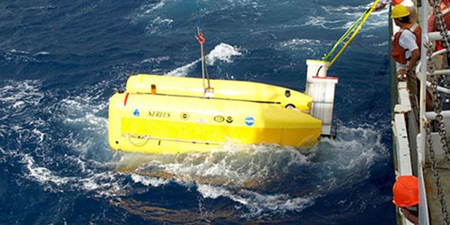 800万ドル(約8億円)の最新無人潜水艦、深海の底に沈む